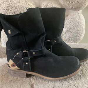 🆕 SUNDANCE black suede harness-style boots
